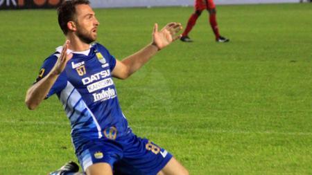 Ilija Spasojevic saat berseragam Persib Bandung. - INDOSPORT