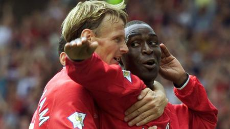 Teddy Sheringham dan Andy Cole. - INDOSPORT