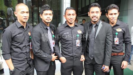 Asosiasi Pesepakbola Profesional Indonesia (APPI) yang diwakili Pornayo Astaman (Ketua), Bambang Pamungkas, Firman Utina, Bima Sakti dan Kurniawan Dwi Yulianto bertemu dengan Delegasi FIFA/AFC di Kantor PSSI, Selasa (02/11/15). - INDOSPORT