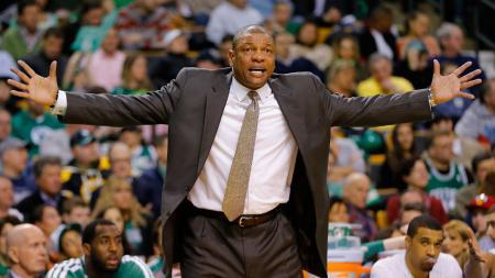 Pelatih Los Angeles Clippers, Doc Rivers, ikut buka suara terkait memanasnya hubungan liga basket Amerika Serikat, NBA, dengan China. - INDOSPORT
