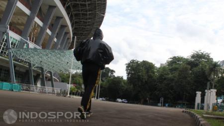Yang sedang kekinian adalah maraknya masyarakat yang melakukan jogging di arena trak jogging GBK - INDOSPORT