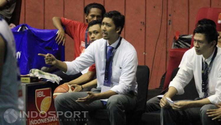 Pelatih Satria Muda, Cokorda Raka. Copyright: Herry Ibrahim/INDOSPORT