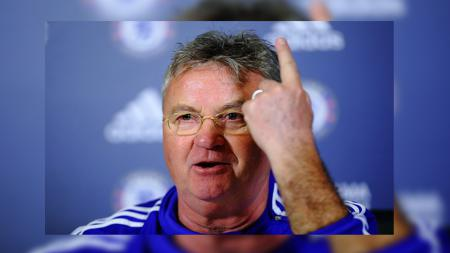 Guus Hiddink pelatih caretaker Chelsea. - INDOSPORT