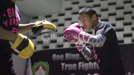 Latihan Terbuka Daud Yordan Melawan Yoshitaka Kato - INDOSPORT