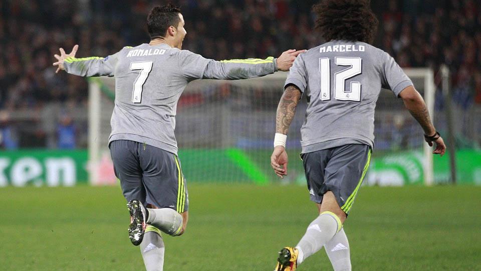 Ronaldo dan Marcelo berlari ke arah Zidane setelah mencetak gol. Copyright: INTERNET