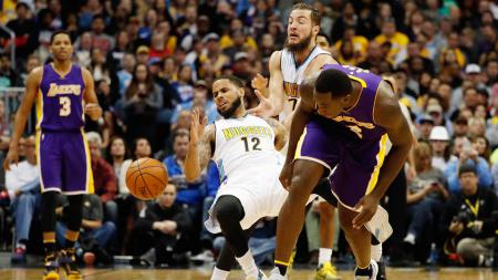 Situasi pertandingan antara LA Lakers melawan Denver Nuggets. - INDOSPORT
