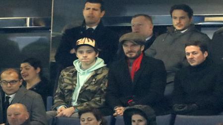 David dan Brooklyn Beckham di Stamford Bridge. - INDOSPORT