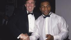 Indosport - Donald Trump (kiri) bersama Mike Tyson di New York pada November 1989.