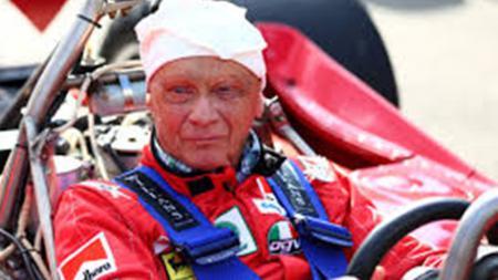 Pembalap legendaris Formula 1, Niki Lauda, bakal dimakamkan dengan kostum balap yang ia pernah pakai - INDOSPORT