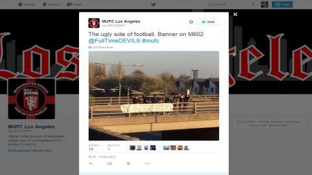 Sebuah informasi tentang spanduk bernada profokatif dari untuk fans Liverpool. - INDOSPORT