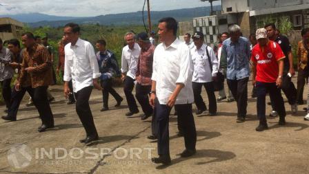 Presiden RI, Joko Widodo, bersama Menpora, Imam Nahrawi, tinjau Langsung Mega Proyek Hambalang, Jumat (18/03/16).