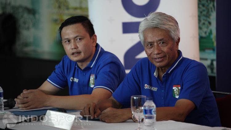 Yeyen Tumena (kiri) bersama pelatih Danur Windu Copyright: Herry Ibrahim/INDOSPORT