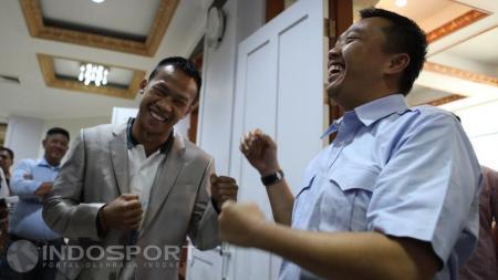 Menpora Imam Nahrowi foto bersama dengan Petinju Indonesia Daud Yordan. - INDOSPORT