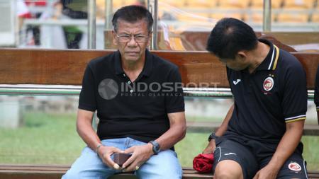 Pelatih Sriwijaya FC, Benny Dollo (kiri). - INDOSPORT