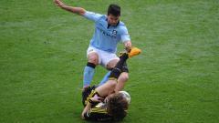 Indosport - Sergio Aguero terlihat menginjakan kakinya terhadap David Luiz.