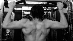 Indosport - Brooklyn Beckham sedang berlatih gym.