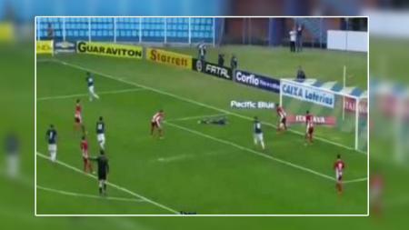 Kiper gol bunuh diri di Brasil. - INDOSPORT