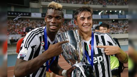 Paul Pogba saat masih memperkuat Juventus bersama mantan rekannya Paulo Dybala. - INDOSPORT