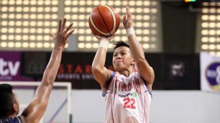 Pebasket Prawira Bandung, Raymond Shariputra, memahami keputusan ditundanya kompetisi Indonesian Basketball League (IBL) 2021. - INDOSPORT