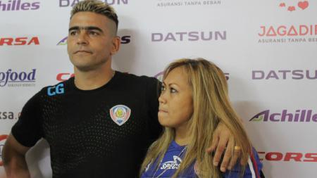 Pesepakbola veteran, Cristian Gonzales, turut berduka cita untuk ibunda Presiden Republik Indonesia, Joko Widodo, yang meninggal dunia pada Rabu (25/03/20). - INDOSPORT