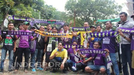 Suporter Persita Tangerang. - INDOSPORT