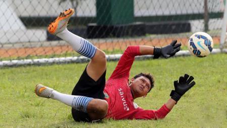 Kiper Persib Bandung Muhammad Ridwan - INDOSPORT