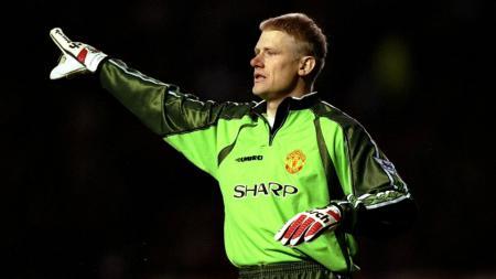 Peter Schmeichel mantan pemain sepakbola, sebagai penjaga gawang saat berseragam Man United. - INDOSPORT