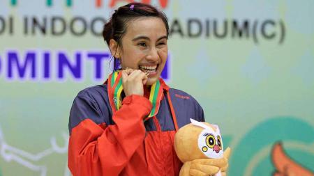 Bellaetrix Manuputty  saat meraih emas Sea Games 2013. - INDOSPORT