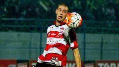 Indosport - Gelandang anyar Madura United, Dane Milovanovic.