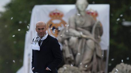 Zinedine Zidane tengah menikmati libur usai menjalani kompetisi. - INDOSPORT