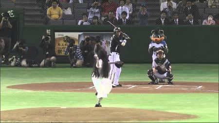 Sadako bermain baseball. - INDOSPORT