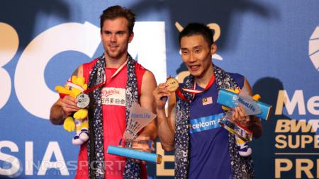 Lee Chong Wei dan Jan O Jorgensen di podium tunggal putra Indonesia Open 2016. - INDOSPORT