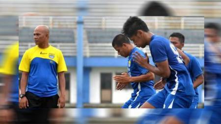 Herrie Setiawan ditunjuk menjadi pelatih Persib Bandung menggantikan Dejan Antonic. - INDOSPORT