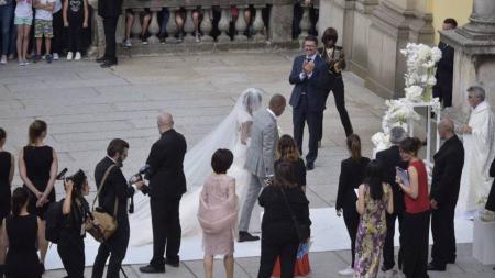 Samuel Eto'o meresmikan pernikahannya di sebuah gereja di Italia. - INDOSPORT