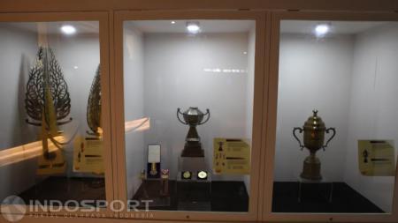 Museum Olahraga Nasional terdapat piala Thomas dan Uber Cup. - INDOSPORT