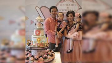 Pebulutangkis Hendra Setiawan bersama istri, Sandra Arief dan kedua anak kembarnya.