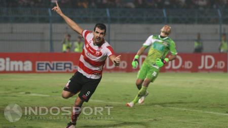 Pablo Rodrigues Aracil saat memperkuat Madura United. - INDOSPORT