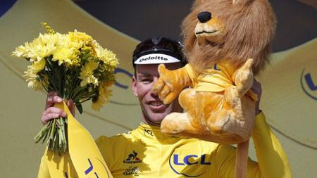 Mark Cavendish memenangkan yellow jersey di balapan pembuka Tour de France. - INDOSPORT