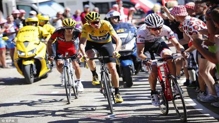 Chris Froome saat beraksi di Tour de France 2016. (Sumber: EPA) - INDOSPORT