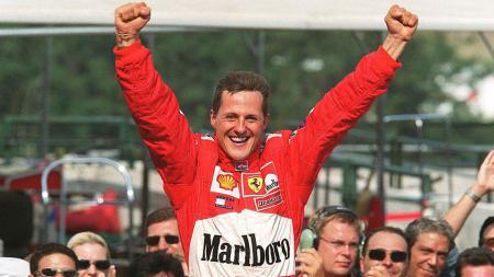 Michael Schumacher saat menang di Hungarian Grand Prix, 19 Agustus 2001. - INDOSPORT