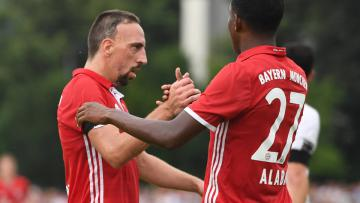 Franck Ribery (kiri) dan David Alaba selebrasi, Bayern Munchen membuahkan tiga gol tak terbalas.
