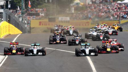 Lewis Hamilton (44) , Nico Rosberg (6), Max Verstappen (33) dan Daniel Ricciardo (3) di ajang Formula 1 GP Hungaria. - INDOSPORT