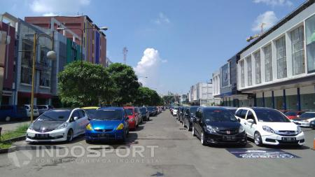 Deretan Komunitas Mobil Honda Bandung, Gelar Halal bi Halal di Paskal Hyper Square Bandung, Minggu (24/07/2016). - INDOSPORT