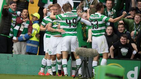 Celtic menggunakan warna pink untuk jersey ketiga mereka musim 2016/17. - INDOSPORT