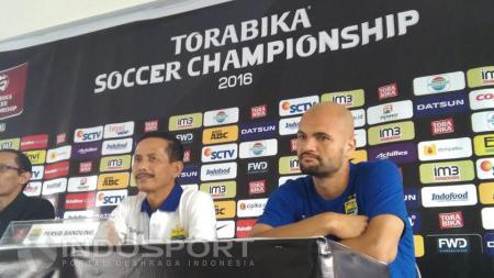 Djanur telah mengevaluasi kekurangan Persib Bandung sebelum menghadapi Persepam Madura United. - INDOSPORT
