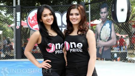 Dua Ring Girls cantik meramaikan event The Colour Run pada tahun 2016 silam. - INDOSPORT