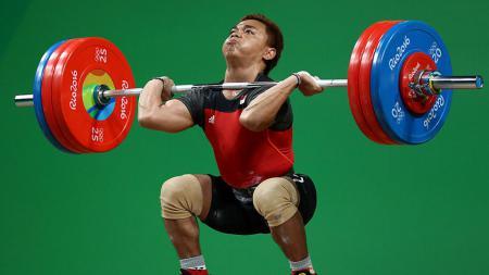 Atlet Angkat Berat-Besi, Eko Yuli Irawan berusaha keras untuk menyumbang medali untuk Indonesia. - INDOSPORT