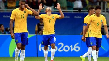 Brasil unggul telak atas Honduras di babak pertama.