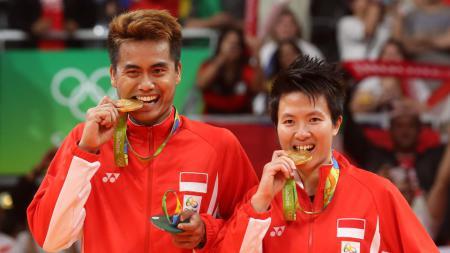 Tontowi Ahmad/Liliyana Natsir berhasil meraih emas Olimpiade 2016 ganda campuran usai mengalahkan pasangan Malaysia, Jumat (18/08/16). - INDOSPORT