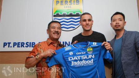 Diogo Alves Ferreira saat perkenalan pemain Persib Bandung. - INDOSPORT